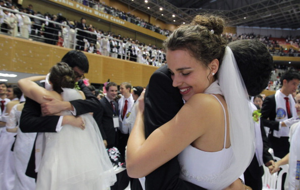 Wedding Vows「Unification Church Holds Mass Wedding」:写真・画像(9)[壁紙.com]