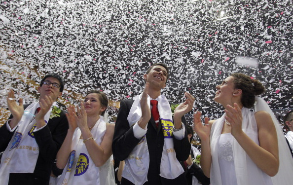 Wedding Vows「Unification Church Holds Mass Wedding」:写真・画像(8)[壁紙.com]
