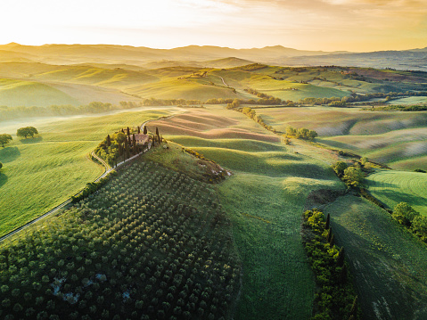 Valley「Tuscany's valley in Val d'Orcia at sunrise from aerial point of view」:スマホ壁紙(17)