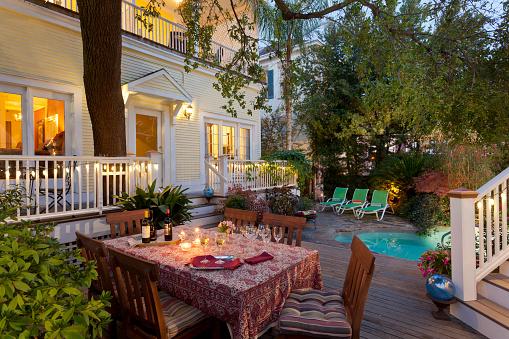 シリーズ画像「Table set for garden party in backyard in early evening」:スマホ壁紙(19)