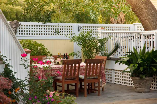 Table set for garden party in backyard:スマホ壁紙(壁紙.com)