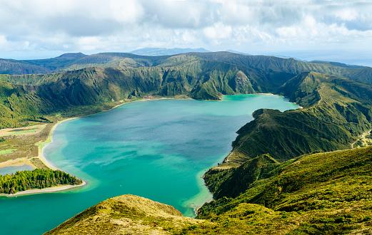 Volcanic Landscape「Portugal, Azores Islands, Sao Miguel, Lagoa do Fogo」:スマホ壁紙(15)