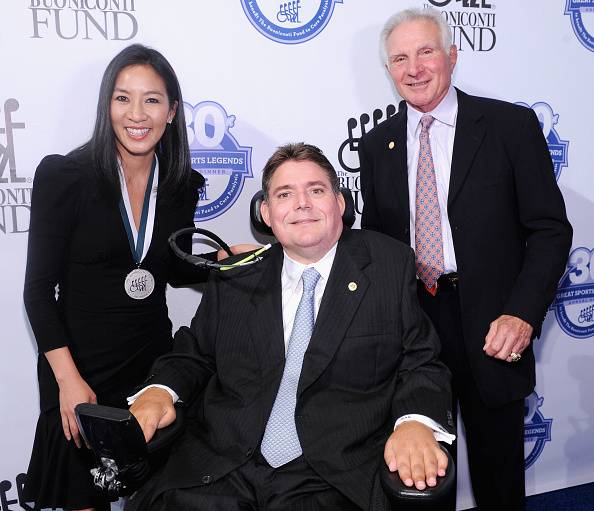 Great Sports Legends Dinner「30th Annual Great Sports Legends Dinner To Benefit The Buoniconti Fund To Cure Paralysis - Arrivals」:写真・画像(13)[壁紙.com]