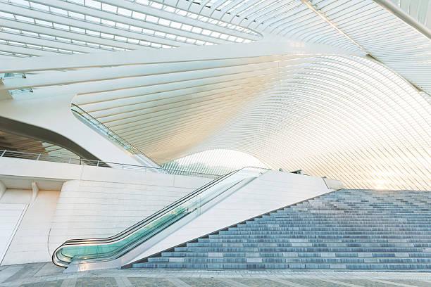 Escalator Outside Modern Architecture:スマホ壁紙(壁紙.com)