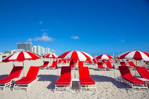 Miami Beach「Red beach chairs and umbrellas, Miami Beach」:スマホ壁紙(18)