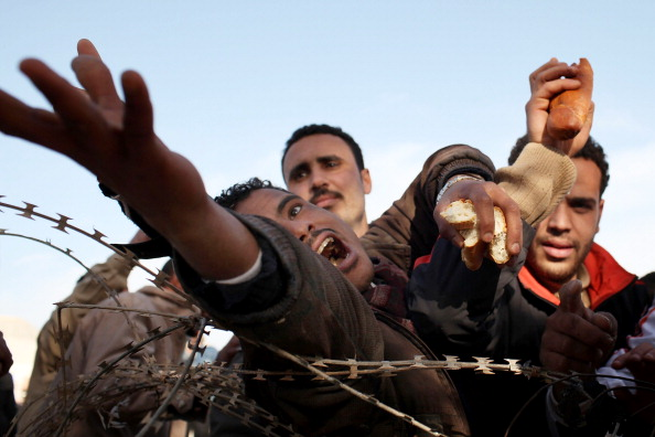 Barbed Wire「Foreign Workers Flee As Violence Continues In Libya」:写真・画像(8)[壁紙.com]
