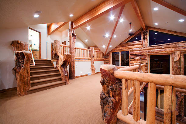 Stairway Landing under Vaulted Ceiling in Contemporary Log House:スマホ壁紙(壁紙.com)