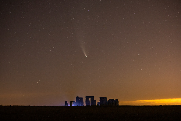 Science and Technology「Comet Neowise Is Seen Over Stonehenge」:写真・画像(5)[壁紙.com]