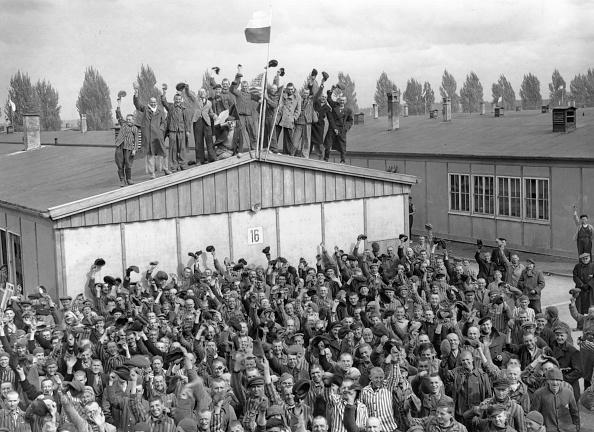 虹「Dachau Liberated」:写真・画像(10)[壁紙.com]