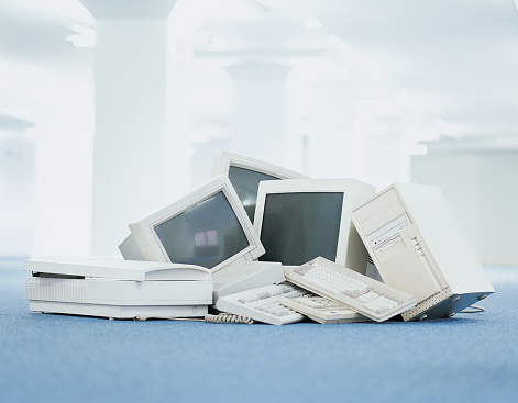 CPU「Pile of Computers, Scanners, Monitors and Keyboards in an Office」:スマホ壁紙(13)