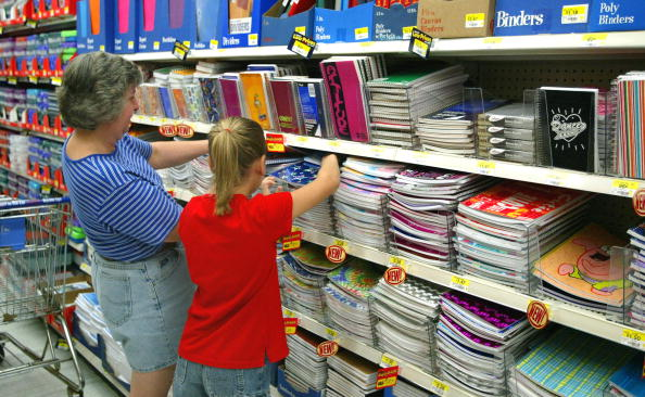 Note Pad「Consumers Start Buying Back-To-School Supplies At Wal-Mart」:写真・画像(16)[壁紙.com]