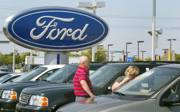 Car Dealership「Ford And GM Cut Back On Production Due To Low Sales」:写真・画像(19)[壁紙.com]