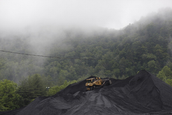Carbon Dioxide「Obama's New Proposed Regulations On Coal Energy Production Met With Ire Through Kentucky's Coal Country」:写真・画像(10)[壁紙.com]