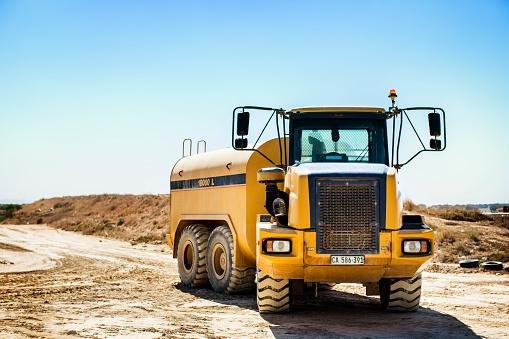 Construction Vehicle「Bulldozer on quarry」:スマホ壁紙(12)