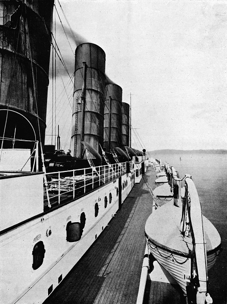 Cooking Utensil「The Boat Deck Of The Lusitania Showing Lifeboats 1915」:写真・画像(14)[壁紙.com]