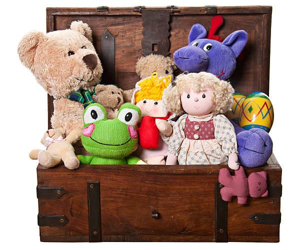 Box Full of Toys and Stuffed Animals:スマホ壁紙(壁紙.com)