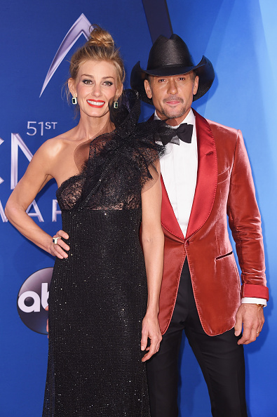 Tim McGraw「The 51st Annual CMA Awards - Arrivals」:写真・画像(14)[壁紙.com]