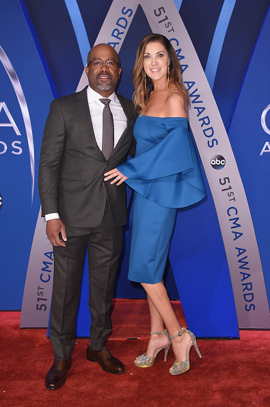 Wife「The 51st Annual CMA Awards - Arrivals」:写真・画像(3)[壁紙.com]