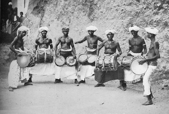 楽器「Devil-Dancers Of Guida With Their Drums」:写真・画像(17)[壁紙.com]