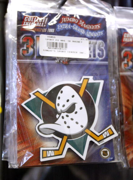 Magnet「Disney Plans To Sell Stores And Mighty Ducks」:写真・画像(11)[壁紙.com]