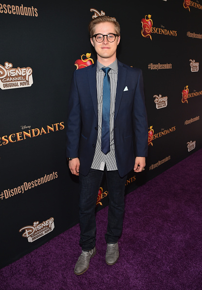 ルーカス グラビール「Premiere Of Disney's 'Descendants' - Red Carpet」:写真・画像(1)[壁紙.com]