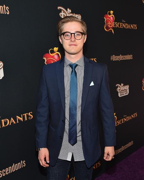 ルーカス グラビール「Premiere Of Disney's 'Descendants' - Red Carpet」:写真・画像(18)[壁紙.com]