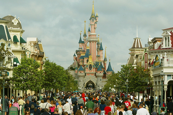ミッキーマウス「Disneyland Paris Becomes One Of Europe's Most Popular Attractions 」:写真・画像(5)[壁紙.com]