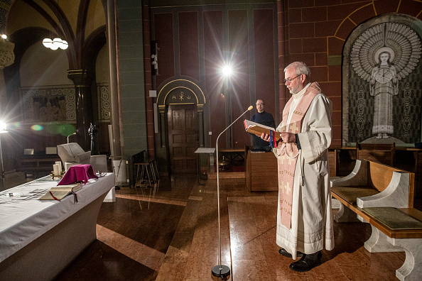 St「Churches Turn To Livestreaming To Serve Congregations During Coronavirus Crisis」:写真・画像(10)[壁紙.com]