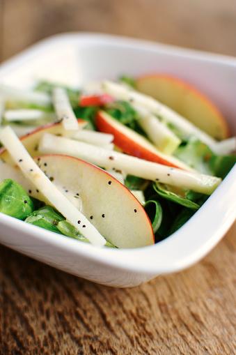 Kohlrabi「Lamb's lettuce, kohlrabi and apple slices with a minty poppy seed dressing」:スマホ壁紙(15)