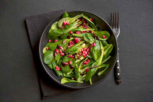 Silverware「lamb's lettuce and pomegranate seeds in bowl」:スマホ壁紙(18)