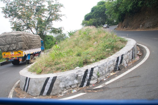 Hairpin Curve「Descent from Ooty」:スマホ壁紙(8)