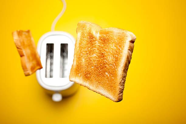 Jumping toast bread:スマホ壁紙(壁紙.com)
