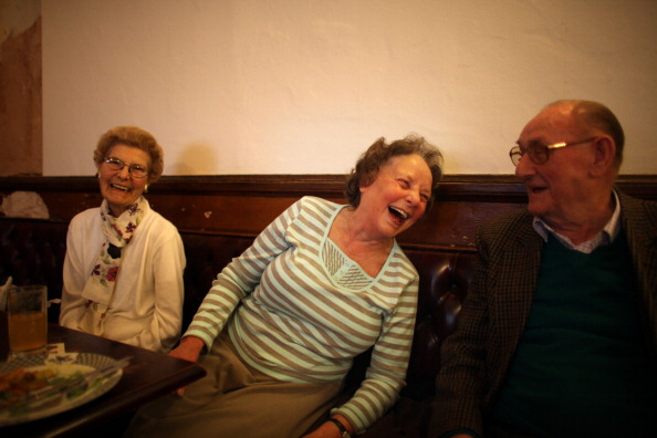 Pub Food「Regulars Enjoy A Traditional Black Country Pub」:写真・画像(9)[壁紙.com]