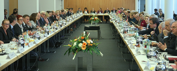 Sean Gallup「SPD And CDU Launch Coalition Negotiations To Form New Government」:写真・画像(2)[壁紙.com]