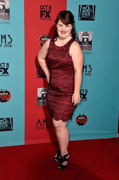 "Scalloped - Pattern「Premiere Screening Of FX's ""American Horror Story: Freak Show"" - Arrivals」:写真・画像(15)[壁紙.com]"