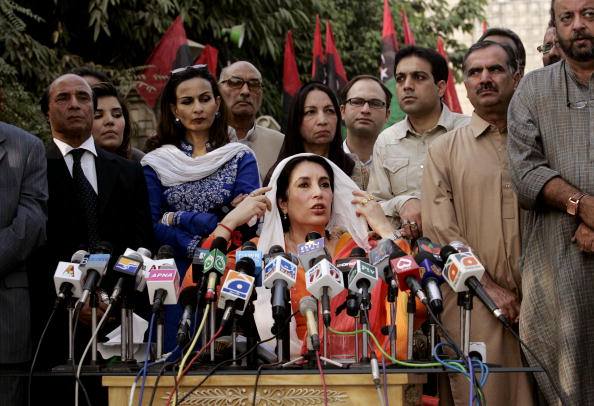 Pakistan「Benazir Bhutto Speaks to The Media After Being Freed From House Arrest」:写真・画像(0)[壁紙.com]