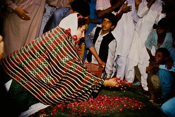 Petal「Benazir Bhutto」:写真・画像(14)[壁紙.com]