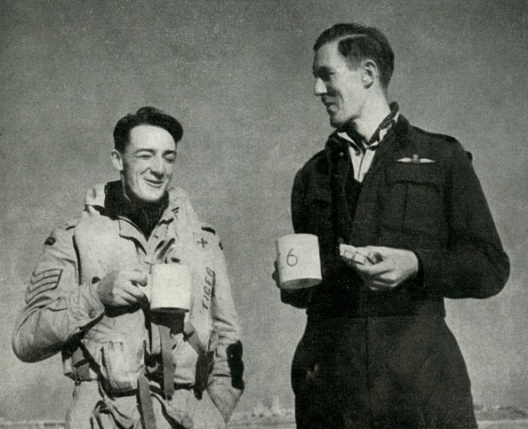 Coffee Break「Raf Personnel Enjoying A Cup Of Tea」:写真・画像(12)[壁紙.com]