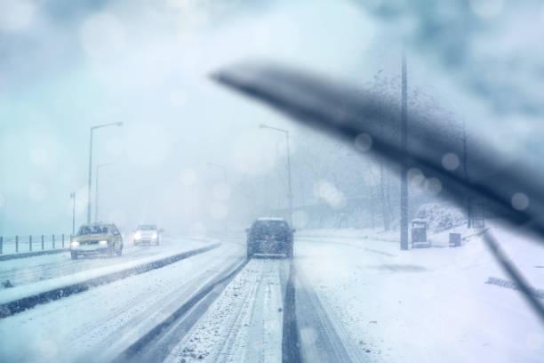 driving in snow storm:スマホ壁紙(壁紙.com)