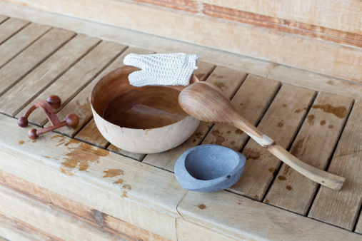 Bench「Bowl with ladle and massager in a sauna」:スマホ壁紙(12)