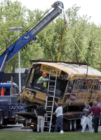School Bus「Missouri School Bus Crash Leaves Two Dead」:写真・画像(9)[壁紙.com]