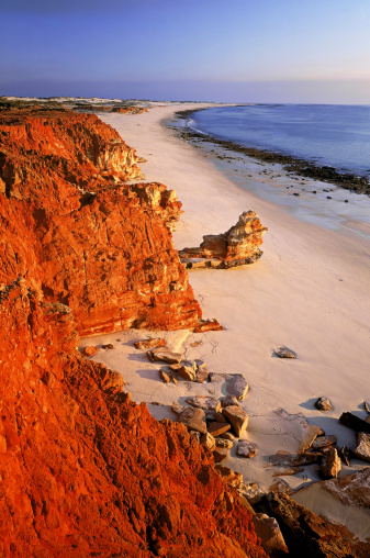 Kimberley「coastal scene with sun on red cliffs, cape leveque, western australia」:スマホ壁紙(13)