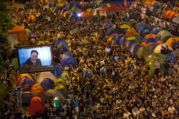 Occupy Central「Hong Kong Pro-Democracy Rallies Enter Week Four Despite Police Efforts To Clear The Streets」:写真・画像(8)[壁紙.com]