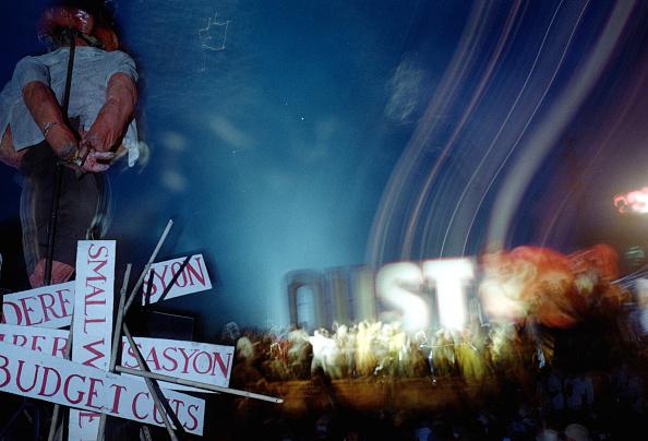 Wooden Post「Massive Protsts in Manila Against Philippine President」:写真・画像(16)[壁紙.com]