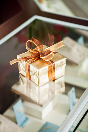 プレゼント「ギフトボックスにジュエリーストア」:スマホ壁紙(1)