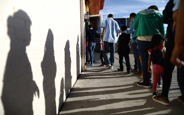 In A Row「Swelling Numbers Of Migrants Overwhelm Southern Border Crossings」:写真・画像(18)[壁紙.com]