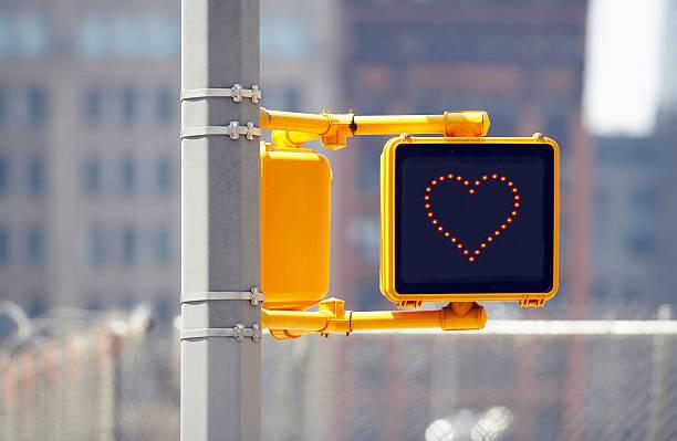 Traffic sign with heart shape:スマホ壁紙(壁紙.com)
