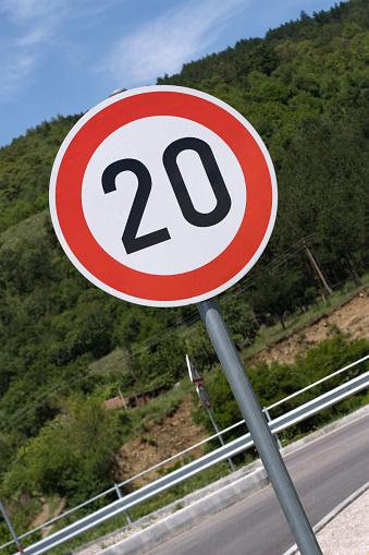 遅い「交通標識」:スマホ壁紙(6)