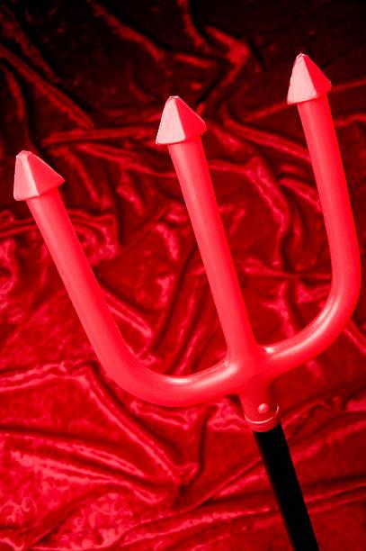 Red pitchfork:スマホ壁紙(壁紙.com)