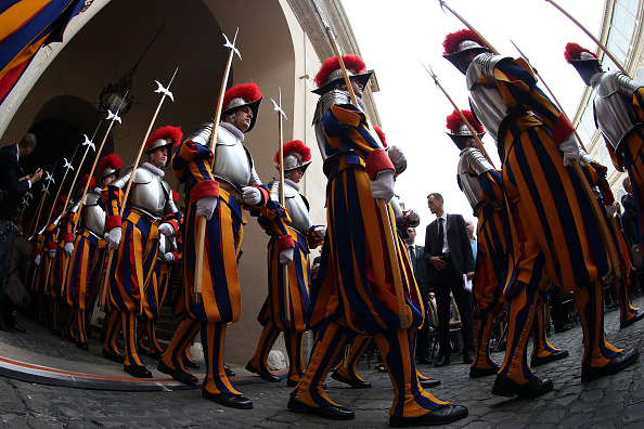 Franco Origlia「Swiss Guards Take Part In A Swearing-in Ceremony At The Vatican」:写真・画像(6)[壁紙.com]